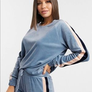 Velour 70s style blue sweatshirt from ASOS, size S. Oversized fit.